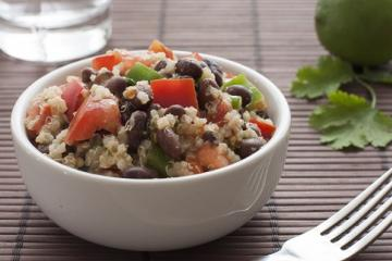 bean and quinoa salad with tomatoes and bell peppers