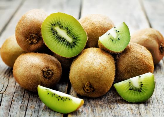 whole and sliced kiwi