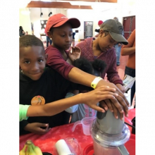 kids making a healthy smoothie
